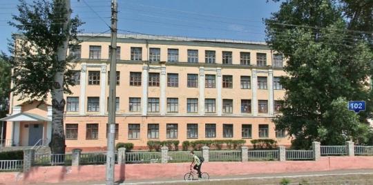 Московский проспект центральная улица города, рядом остановка, нужно выйти на улицу 45 стрелковой дивизии и пройти...